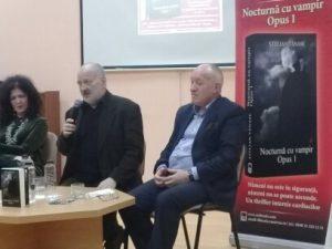 Stelian Tănase şi amfitrionii dumnealui, la lansarea cărţii
