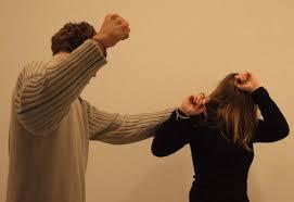 Piteşteancă din Găvana, bătută măr de soţul israelian