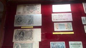 Bancnote liliput, dar şi cu... 11 zerouri