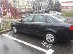 Primăria Piteşti atribuie locuri de parcare după criterii dubioase. Poliţia Locală îi ţine isonul