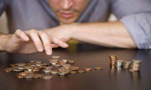 Salariaţii din privat, cocoşaţi de