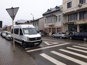 Unii şoferi de maxi-taxi pun în pericol vieţile pietonilor