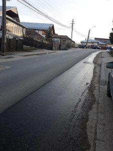 Cetăţenii de pe Schitului sunt revoltaţi  - Un vecin şi-a scos canalizarea direct în stradă