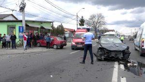 Carambol cu patru maşini şi trei răniţi la Mărăcineni