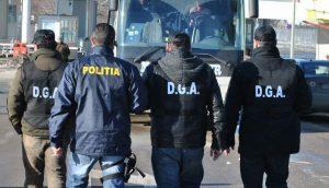 Ofiţeri Anticorupţie argeşeni, descinderi la Dâmboviţa
