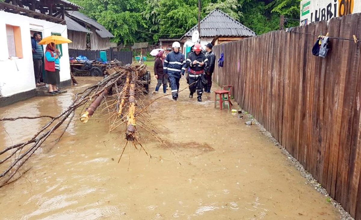 Inundaţii în 14 localităţi din judeţ