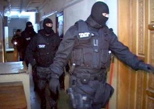 Forţele de ordine au dat buzna în locuinţa şi la firmele italianului