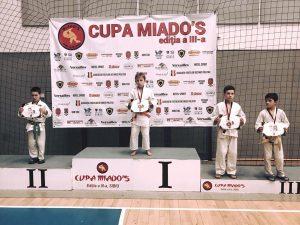 Judoka argeşeni, printre performeri