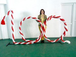 Un mărţişor gigant creat de o profesoară din Ţiţeşti