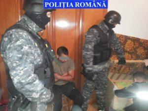 Patru bărbaţi arestaţi pentru furt