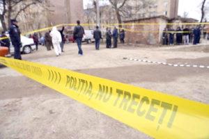 Tragedie la Ştefăneşti: un bărbat i-a tăiat gâtul soţiei, apoi i-a incendiat cadavrul