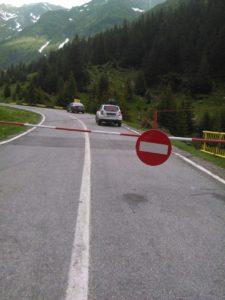 Oare operatorii din turism vor înţelege de ce e închis încă acest drum?