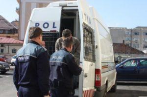 A lovit un poliţist şi a fost arestat pentru ultraj