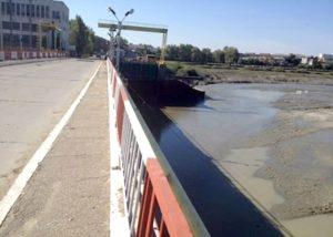 De azi, timp de şapte luni - Circulaţie interzisă pe podul barajului Prundu