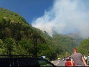 Arde din nou lângă Cetatea Poenari