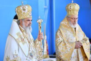 De ziua lui onomastică - Părintele Calinic a slujit împreună cu Patriarhul Daniel