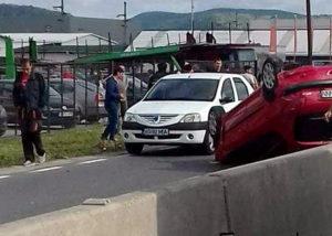 Un Peugeot s-a răsturnat la Mărăcineni