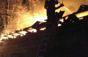 Case mistuite de flăcări