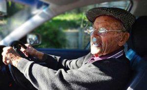Pensionarii vor plăti amenzi mai mici decât persoanele active