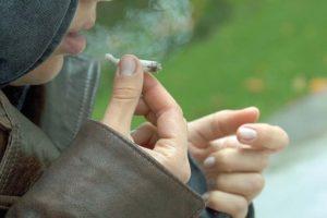 Elev de gimnaziu, prins cu droguri asupra lui!