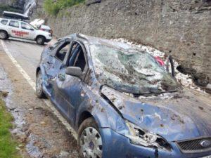 O persoană rănită și două mașini lovite de avalanșă pe Transfăgărășan