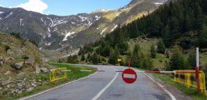 Revoltă pe Transfăgărăşan: 15 operatori de turism au dat în judecată CNAIR pentru a o obliga să ridice interdicţia de circulaţie