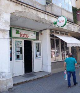 La Piteşti, Loteria Română n-are bani nici de nasturi, dar cică vrea să