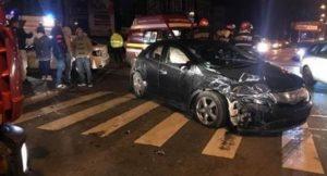 Pasager aruncat din maşină în urma accidentului