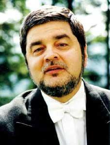 Pianistul Mihai Ungureanu concertează joi la Piteşti