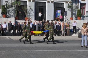 Un drapel, două Românii...