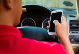 3 luni fără permis dacă folosiți telefonul la volan