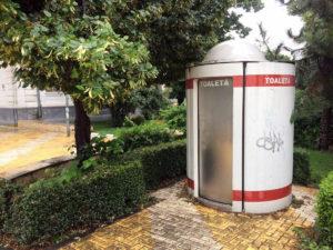 La Piteşti, WC-ul de un miliard are sistem de taxare de... doi bani